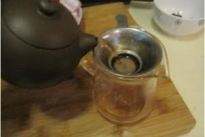 茶叶榜首泡水究竟脏不脏应不应该倒掉告知你正确的喝茶做法